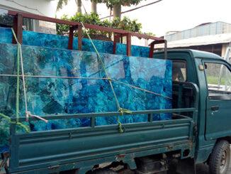 Xe tải chở kính vân đá